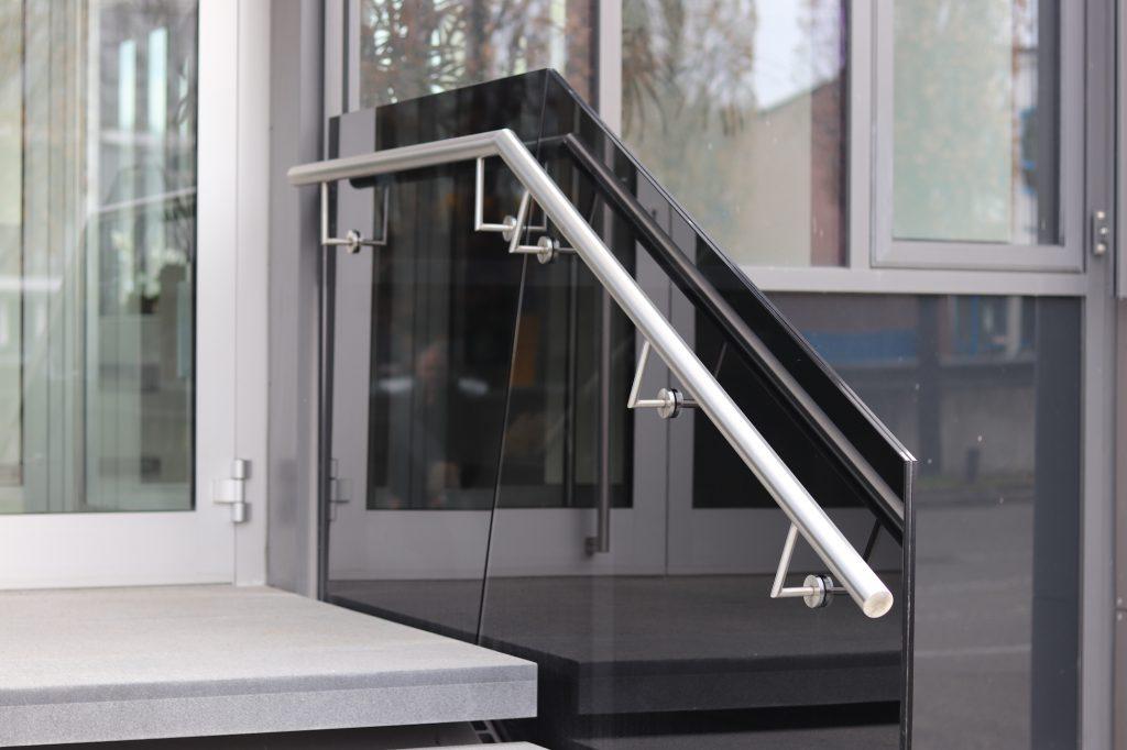 Treppengeländer aus Glas mit Edelstahlhandlauf, projekte