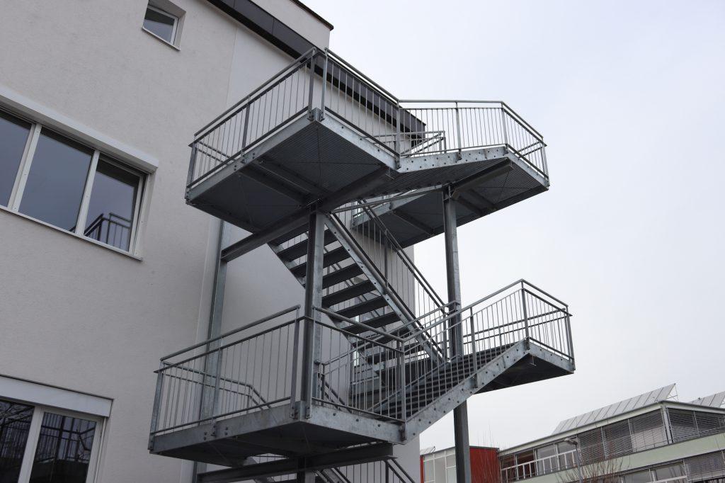 Fluchttreppe aus Stahl, projekte