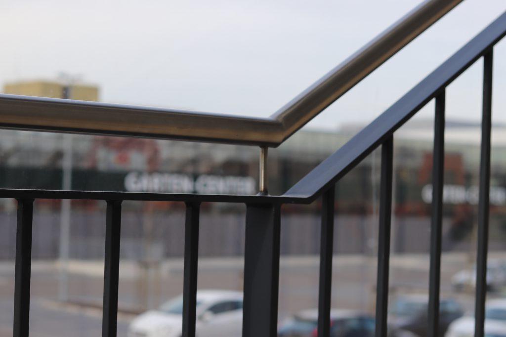 Geländer mit Handlauf aus Edelstahl, projekte
